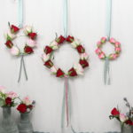 Hängedekoration: Blumenring aus Rosen