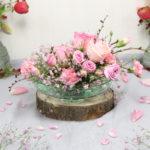 Rosengesteck mit Schleierkraut im Ikebana-Stil