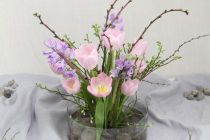 Blumengesteck mit Blumenigel