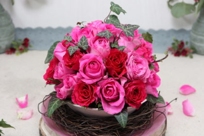 Rosengesteck in Kugelform mit Ton